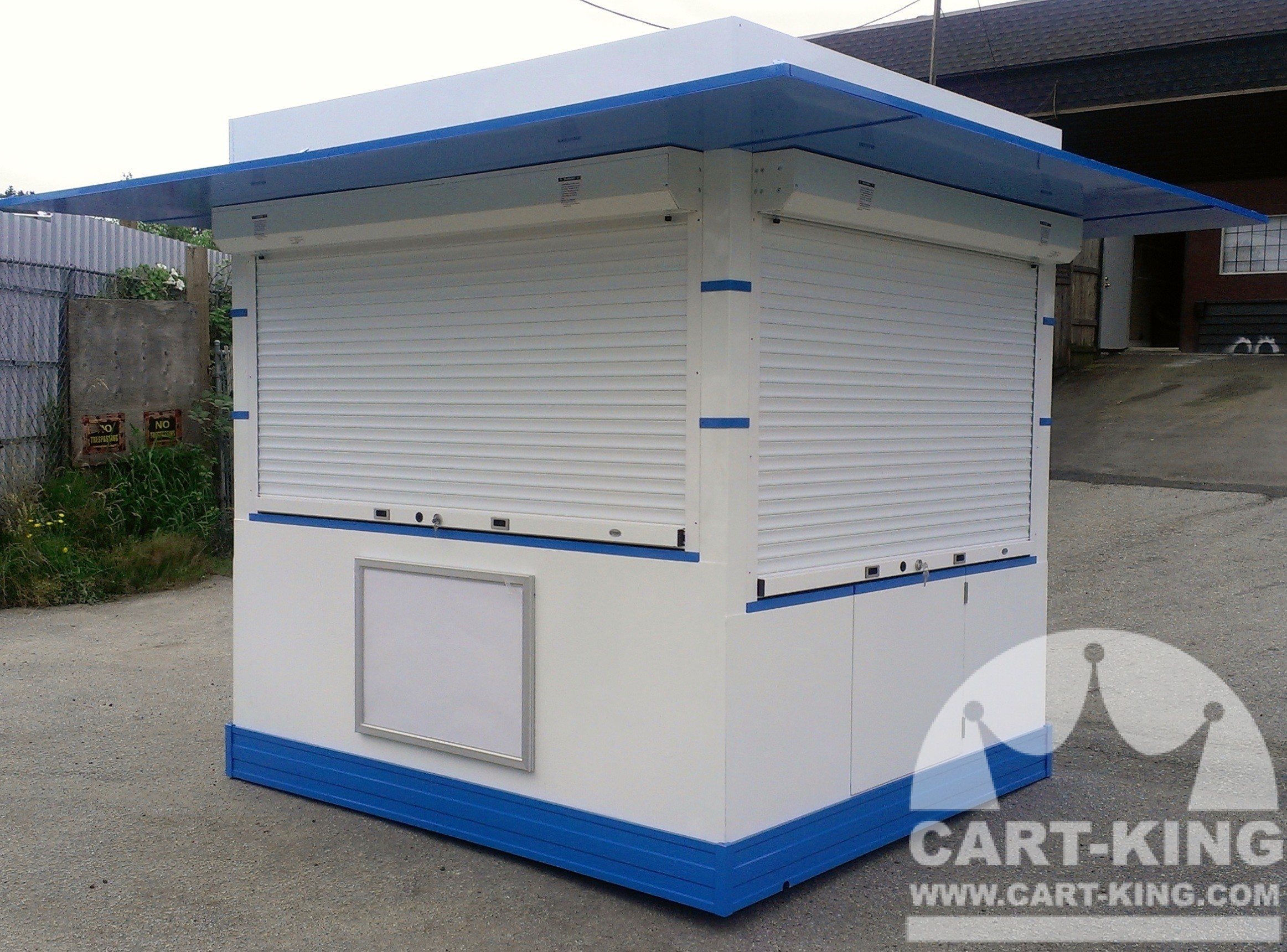 Outdoor kiosk with closed shutters cart king international for Mobili kios